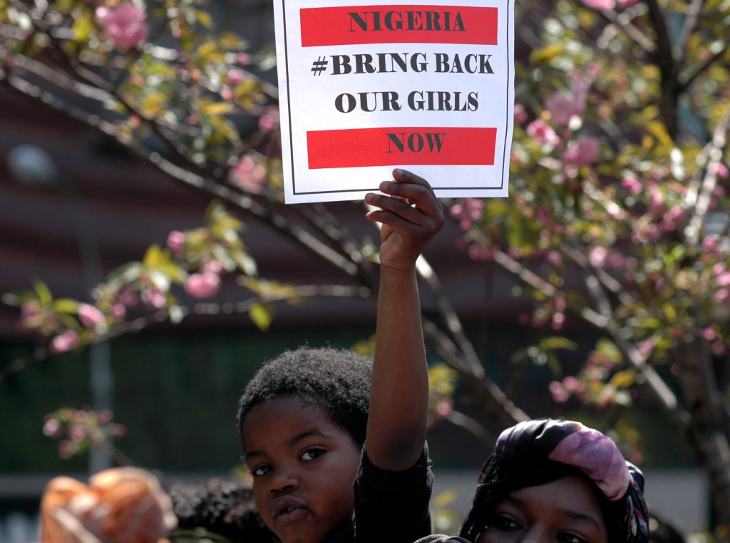 Hundrevis av mennesker var 3. Mai 2014 samlet for å kreve løslatelsen av 230 skolejenter som ble bortført av Boko Haram. Foto: Michael Fleshma