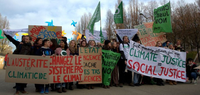 Markeringer fra ungdomsgrupper for klimarettferdighet i forbindelse med klimaforhandlingene i Paris 2015. Foto: Koen Glotzbach/flickr.com
