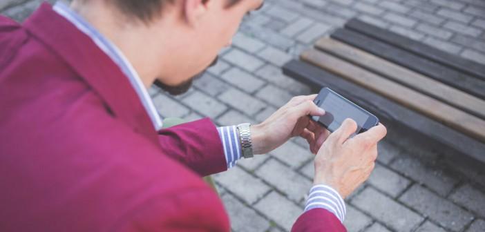 Telefonen er i ferd med å bli vår nye kroppsdel. Er denne utviklingen egentlig så bra? Joanna M. Foto. Hentet fra Freestocks.org.