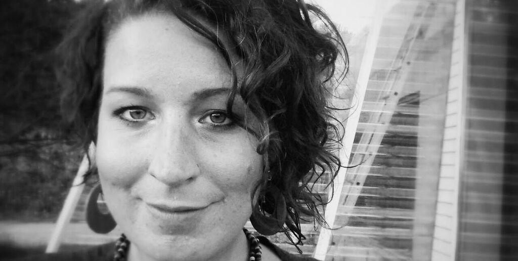Kristine Ask mener netthets og trakassering er et samfunnsproblem fordi det skaper et miljø der det bare er noen stemmer som kan føle seg trygge. Foto: Kristine Ask